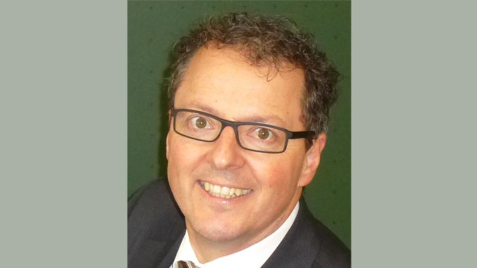 Dipl.-Ing. Markus Rehm arbeitete nach seinem Elektronik-Studium an der Hochschule Furtwangen acht Jahre lang bei der Deutschen Thomson Brandt als Forschungs- und Entwicklungsingenieur im Labor für Stromversorgungen. Seit 20 Jahren ist er freiberuflich tätig und bietet seinen Kunden mit seinem Elektroniklabor Forschung, Entwicklung und Beratung als Dienstleistung an. Seine Schwerpunkte sind die Funktion, die Zuverlässigkeit und die EMV von Leistungselektronik, sowie die Forschung, v.a. auf dem Gebiet der kontaktlosen Energieübertragung. Viele seiner Erfindungen wurden zu Patenten angemeldet und sind erfolgreich im Einsatz. Seit 2008 lehrt Rehm als Dozent an der Hochschule Furtwangen University Industrie- und Leistungselektronik und seit zwei Jahren gibt er Tagesseminare über zuverlässige Netzteile beim FED und engagiert sich im Programmkomitee des Wireless Power Congress. rehm@ib-rehm.de