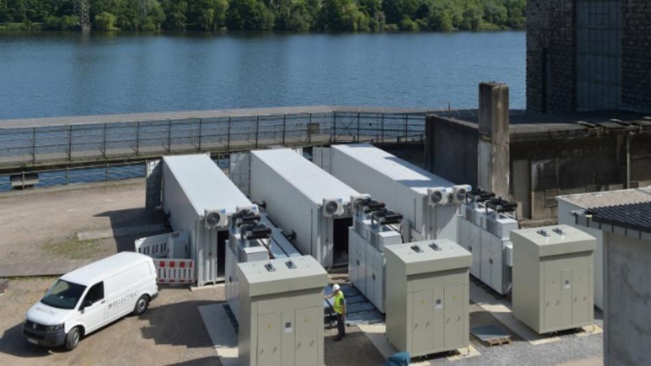 Der Batteriespeicher von RWE liegt am Hengsteysee in Herdecke.