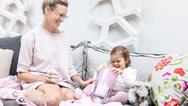 Frau mit Kind und dem BWT Magnesium Mineralizer