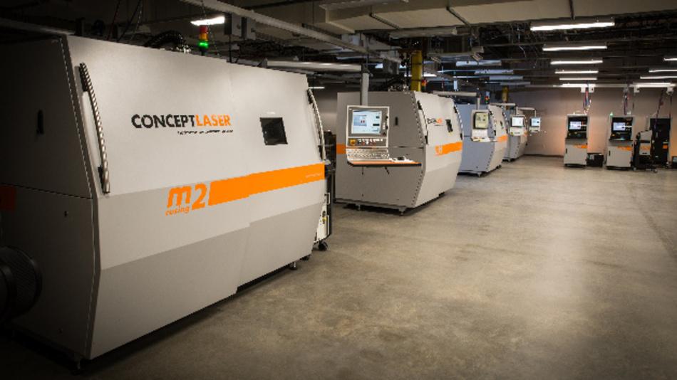 Blick in die Fertigung auf 3D-Druckern von Protolabs.