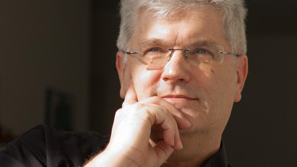 Prof. Dr. Christian Scholz, Universität des Saarlandes Saarbrücken. Seine Kritik und Gegenmaßnahmen hat er in dem Buch 'Mogelpackung Work-Life-Blending. Warum dieses Arbeitsmodell gefährlich ist und welchen Gegenentwurf wir brauchen' formuliert. (Wiley 2018, 19,99 Euro)