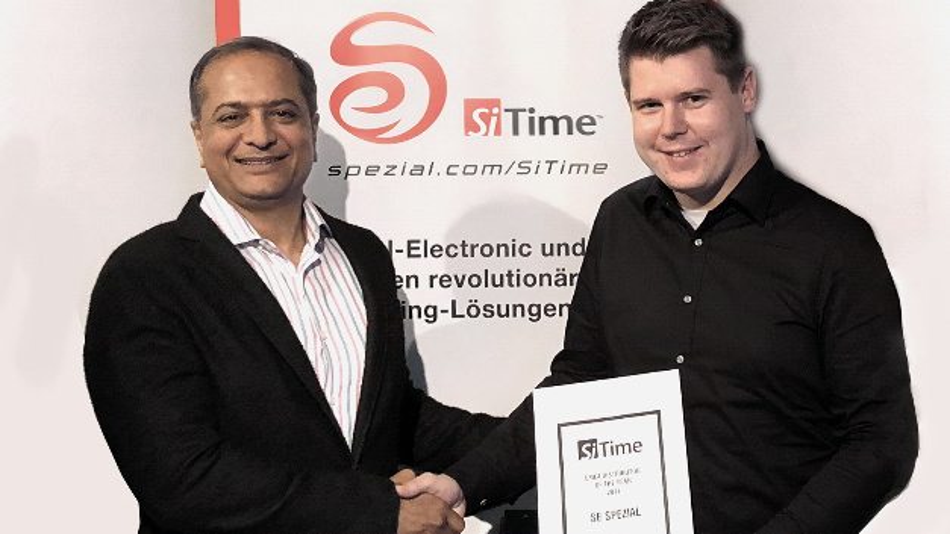 Freuen sich über die stark gewachsene Marktakzeptanz für MEMS-Timing: SiTimes CEO Rajesh Vashist (li.)und Marius Wüstefeld, SE Spezial-Electronic