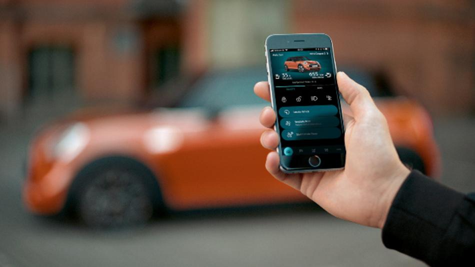 Durch den personalisierten Service können beispielsweise über das Smartphone die Türen des Fahrzeugs verriegelt werden.