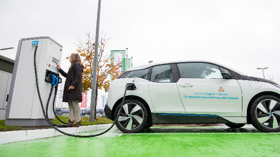 Die Elektromobilität sieht das ZSW weiter auf den Vormarsch 2015 soll die Zahl der jährlichen Zulassungen bei mehr als 25 Mio. liegen.