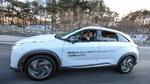 Passagiere bei einer autonomen Testfahrt im Hyundai NEXO