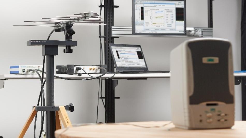 Als All-in-One-Lösung für den EMV-Pre-Compliance-Test und die Fehlersuche hat Tektronix das System EMCVu konzipiert. Herzstück sind die Echtzeit-USB-Spektrumanalysatoren von Tektronix. Dank deren kompakter Bauform und der Steuerung über USB lassen sich EMI/EMV-Tests auch außerhalb der Laborumgebung durchführen. Die Steuerung erfolgt über einen Laptop oder ein Tablet mit SignalVu-PC-Software. Für diese Anwendung wurde SignalVu-PC mit der optionalen EMCVu-Software erweitert, so dass Pre-Compliance-Tests und Fehlersuche unter derselben Bedienoberfläche laufen. EMCVu umfasst einen leicht zu erlernenden Wizard mit Unterstützung für Standards sowie eine Zubehörauswahl und Einstellungen auf Knopfdruck. Die automatisierte Erfassung der Umgebungsstörungen, erneute Messungen bei mehreren Fehlern sowie Oberwellen-Marker vereinfachen das Debugging. Der Anwender kann die Ergebnisse mit Anmerkungen und Bildern versehen und in einem konfigurierbaren Bericht im PDF- oder RTF-Format speichern.  Halle 3, Stand 321