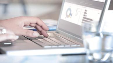 Noch immer eignen sich die meisten Arbeitnehmer ihre digitalen Skills im privaten Bereich an.