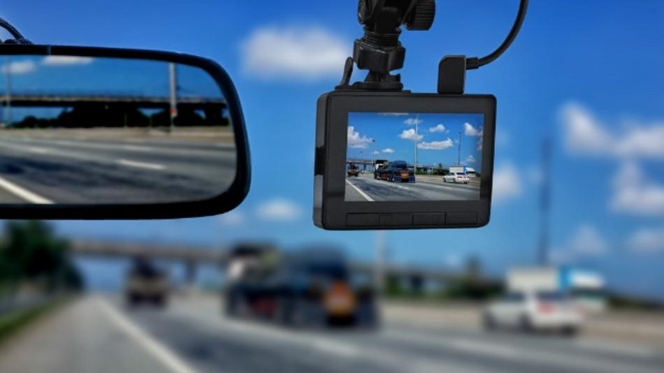 Die Automobilindustrie integriert durchschnittlich 12 Kameras pro Modell, Tendenz steigend. Damit sind effiziente und latenzfreie Video-Codecs zunehmend gefragt.