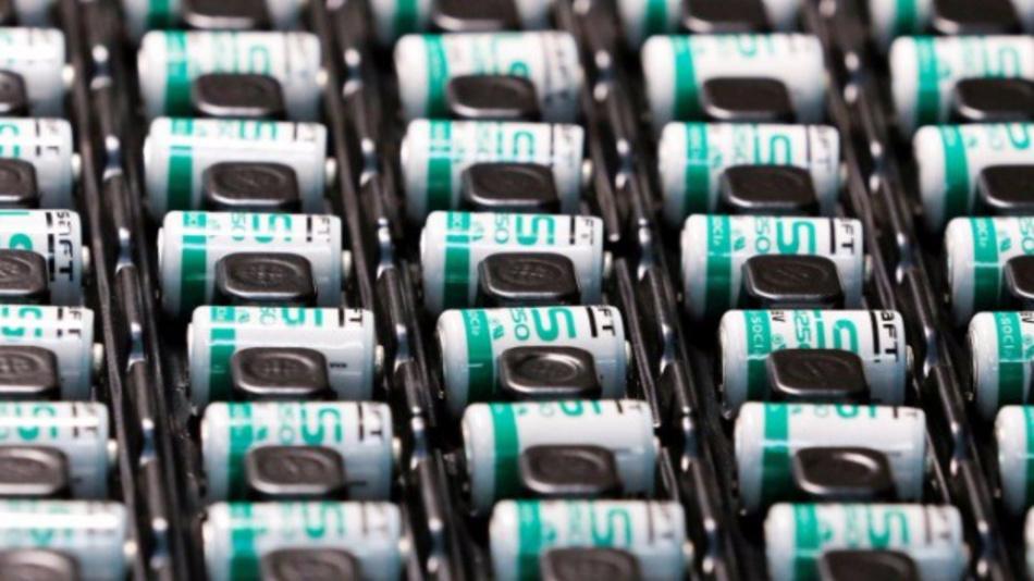 Lithium-Ionen-Batterien in der Produktionshalle von Saft in Poitiers (Frankreich).