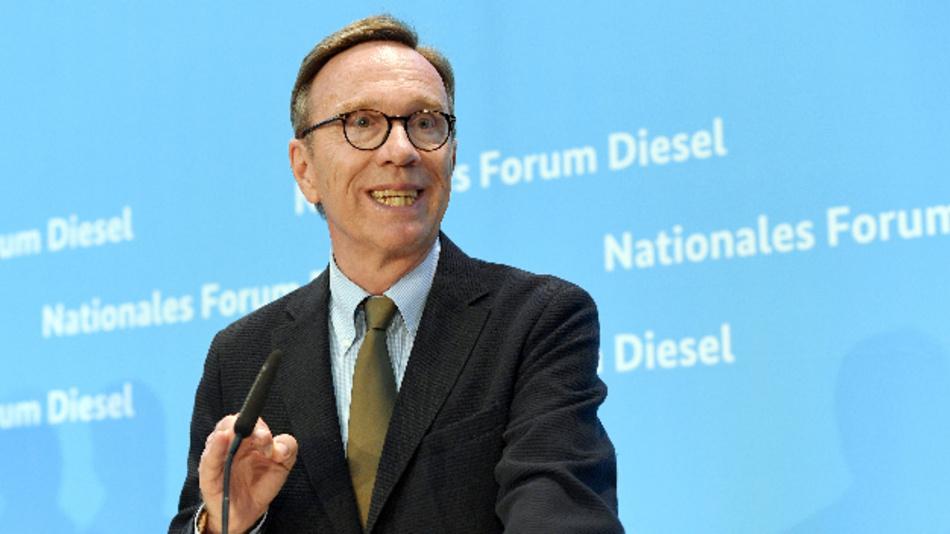 Matthias Wissmann, Präsident des Verbands der Automobilindustrie (VDA), nach dem Diesel-Gipfel im Verkehrsministerium in Berlin.