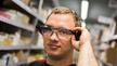 Datenbrille in der Logistik: Bereits seit Ende 2017 können die Mitarbeiter von Schmaus die Datenbrille verwenden.