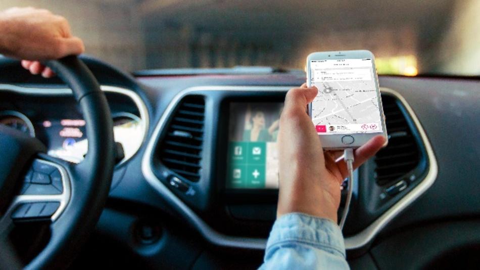 Per App ins Auto des Kollegen steigen und den gleichen Weg zur Arbeit fahren - die App von SPLT macht es möglich.