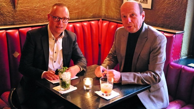 Unser Redakteur Ralf Higgelke im Gespräch mit Bernhard Erdl (rechts), dem Präsidenten der Puls-Gruppe.