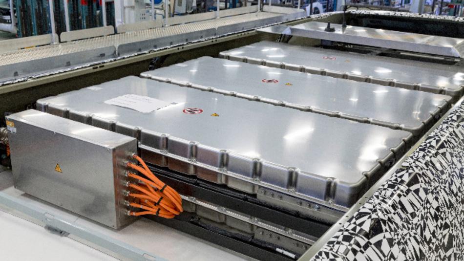 Die Batteriemodule befinden sich teilweise auf dem Fahrzeugdach des elektrischen Citaros.