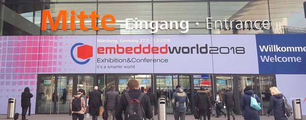 Im 16. Veranstaltungsjahr legte die embedded world erneut zu: 1021 Aussteller aus aller Welt zeigt den knapp 32.200 Fachbesuchern aus 78 Ländern in sechs Hallen wo die Reise im Internet der Dinge und der zunehmend digitalisierten Welt hingeht. Immer