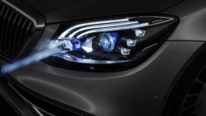 Scheinwerfer mit Digital Light von Daimler