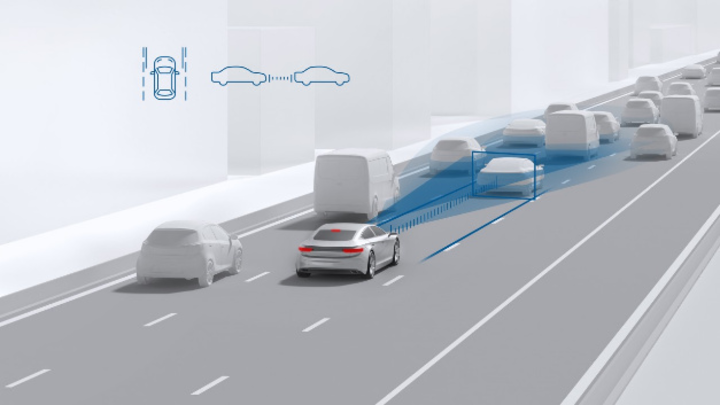 Auto auf Straße erkennt die Fahrzeugumgebung