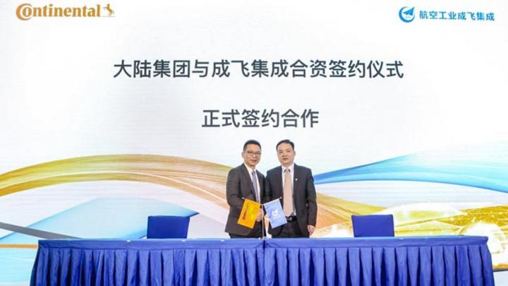 Enno Tang, President und CEO Continental China (links) und Xiaoqing Shi, Vorstandsvorsitzender und General Manager von CITC