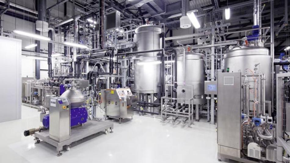 Audi geht eine strategische Partnerschaft mit Global Bioenergies ein. Der Automobilhersteller wird mit dem französischen Biotechnologieunternehmen die Entwicklung nicht-fossiler Kraftstoffe vorantreiben. Neben den e-gas und e-diesel Projekten verfolgt Audi mit der Erforschung von e-benzin nun seine Anstrengungen um alternative Kraftstoffe konsequent weiter.