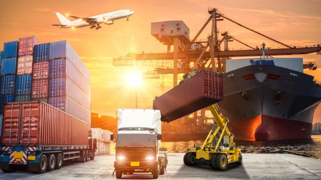 Noch funktiniert der Handel zwischen den USA und Europa. Eine Eskalation mit gegenseitigen Vergeltungsmaßnahmen würde in eine Abwärtsspirale führen, die am Ende nur Verlierer kennt.
