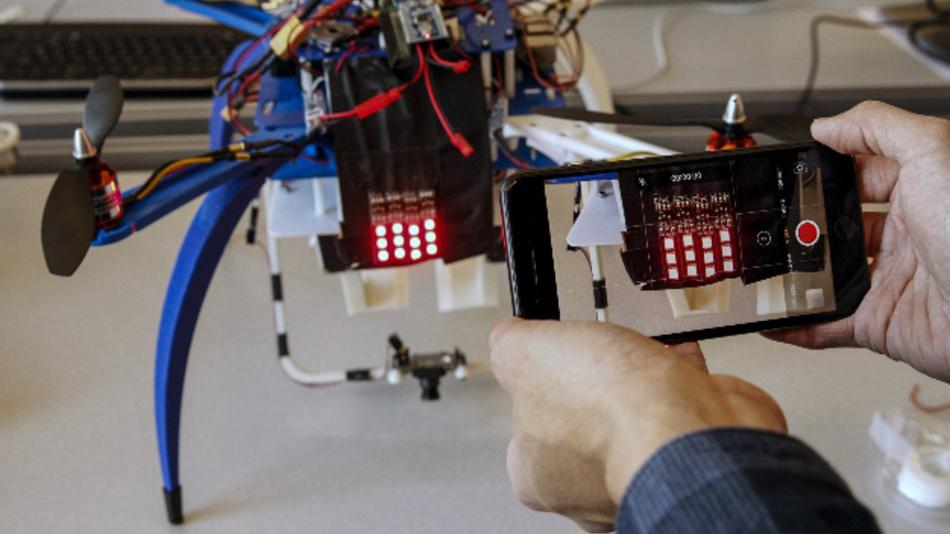 Die Identifizierung von Drohnen könnte auf Basis von Anti-Kollisions-Lichtern erfolgen.