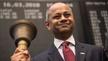 ichael Sen, Aufsichtsratvorsitzender von Siemens Healthineers, läutet die Glocke zum Börsengang des Erlanger Unternehmens auf dem Parkett der Frankfurter Wertpapierbörse.