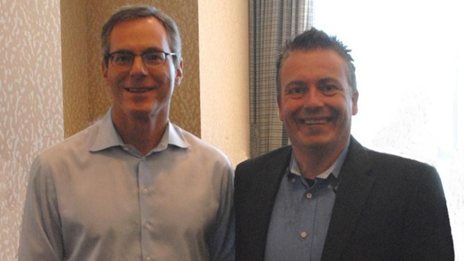 Qualcomms Dr. Paul Jacobs, hier mit DESIGN&ELEKTRONIK-Chefredakteur Frank Riemenshcneider in Qualcomms Firmenzentrale in San Diego, will den Chiphersteller von der Börse nehmen.