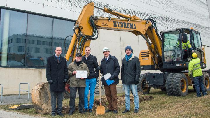 Spatenstich für das MVDC-Netz: Dr. Holger Grube, Dr. Peter Lürkens, Dr. Christian Haag, Prof. Rik De Doncker, Dr. Matthias Kufeld (v.l.n.r.)
