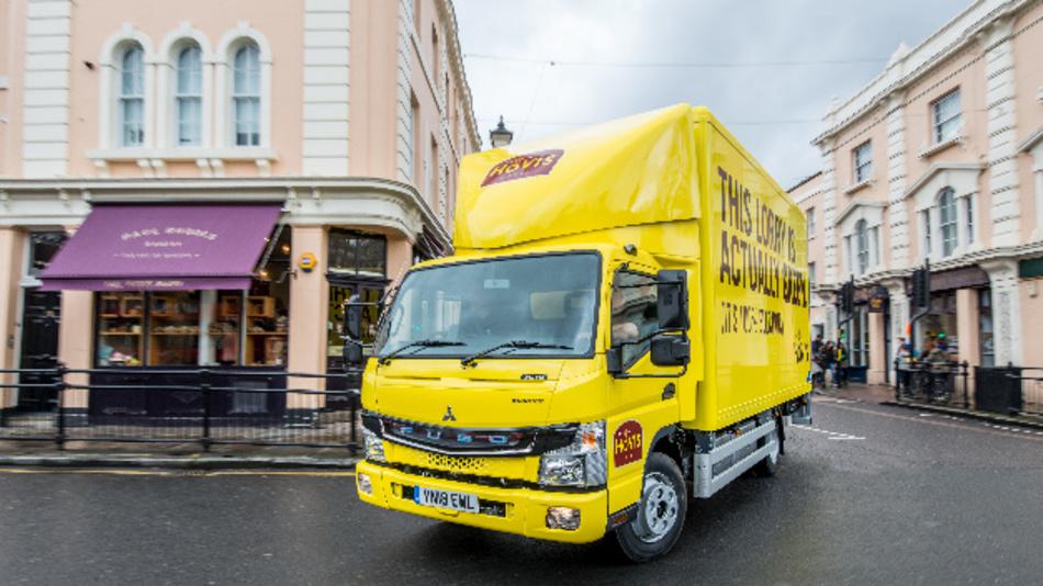Daimler Trucks übergibt erste Fuso eCanter Lkw an Kunden in Großbritannien.