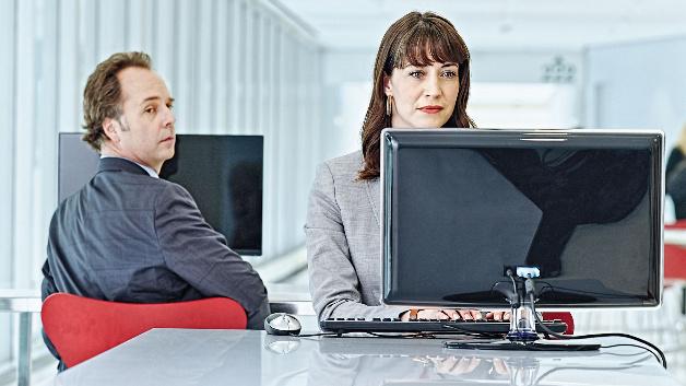 Oft genügt bereits ein allzu neugieriger Blick über die Schulter, um an sensible Daten zu gelangen.