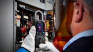 Mit der »FLIR CM275« lokalisieren Elektriker schnell und sicher Hotspots und überlastete Schaltungen.