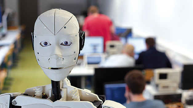 """Bei Ginzinger electronic systems gab es den humanoiden Open-Hardware-Roboter """"InMoov"""" zu sehen."""