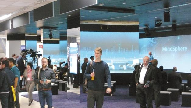 Das offene IoT-Betriebssystem MindSphere von Siemens ist ein Beispiel für eine IoT-Plattform. Das Bild zeigt die MindSphere-Lounge auf der SPS IPC Drives 2017.