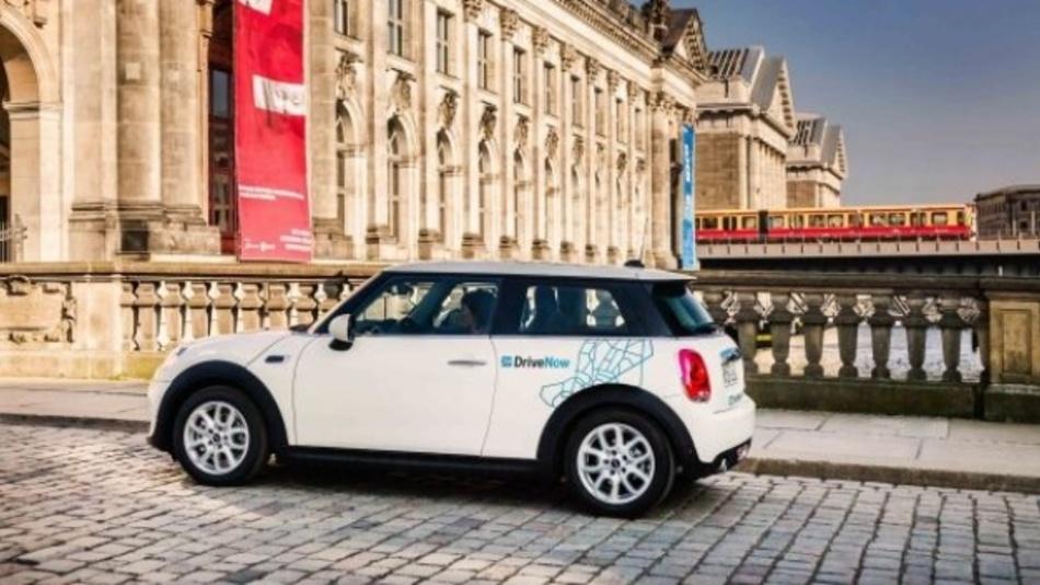 Daimler und BMW haben ein 50:50 Joint Venture beschlossen, um ihre Mobilitätsdienste zu bündeln.