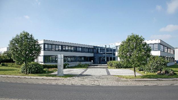 Mit rund 3.150 Mitarbeitern hat Lacroix Electronics 2017 einen Umsatz von 317 Millionen Euro (+ 2 %), einschließlich gruppeninterner Umsätze, erzielt.