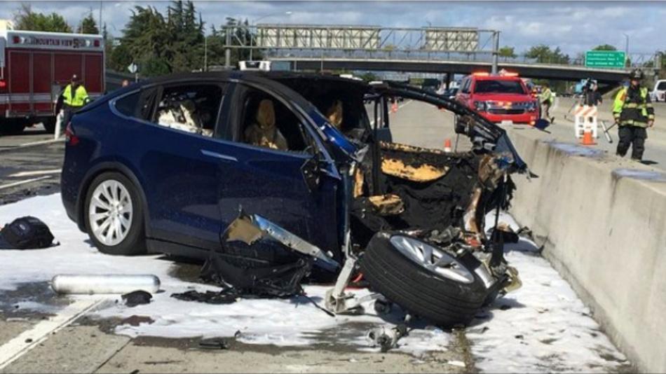 Das Autopilot-System war bei dem tödlichen Unfall mit einem Tesla-Elektroauto auf dem Highway 101 bei Mountian View aktiviert.