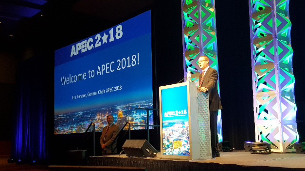 Eric Persson, General Chair der APEC 2018, eröffnet die Plenary Session der APEC 2018 in San Antonio, Texas.