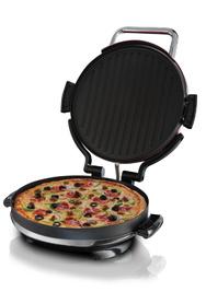 Eine Pizza wird mit dem Entertaining 360° Fitnessgrill zubereitet