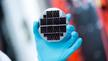 Die siliziumbasierten Multi-Junction-Solarzellen, die das Fraunhofer ISE und die EVG entwickelt haben, erreichen einen Wirkungsgrad von 33 Prozent und sollen einmal die wirtschaftliche Fertigung von PV-Modulen mit Wirkungsgraden über 30 Prozent ermög