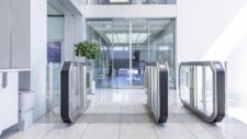 Zutrittsschleuse Galaxy Gate empfängt Mitarbeiter bei MAN Diesel & Turbo