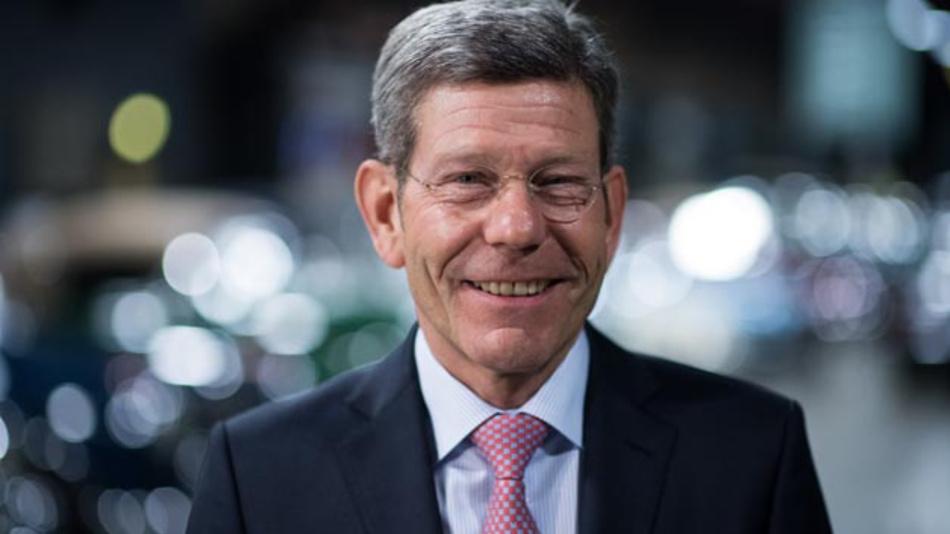 VDA-Präsident Bernhard Mattes fordert mehr Anstrengungen für Elektromobilität.