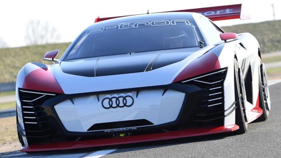 Aus der PlayStation auf die Rennstrecke: Der ursprünglich für virtuelle Rennen entwickelte Audi e-tron Vision Gran Turismo kommt ab sofort als Renntaxi bei der Formel E zum Einsatz.