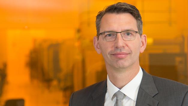Thomas Schmidt, General Manager der Advanced Mask Technology Center GmbH & Co. KG, freut sich, dass mit dem Joint Venture die Erfolgsgeschichte der Maskenproduktion in Dresden fortgeführt wird.