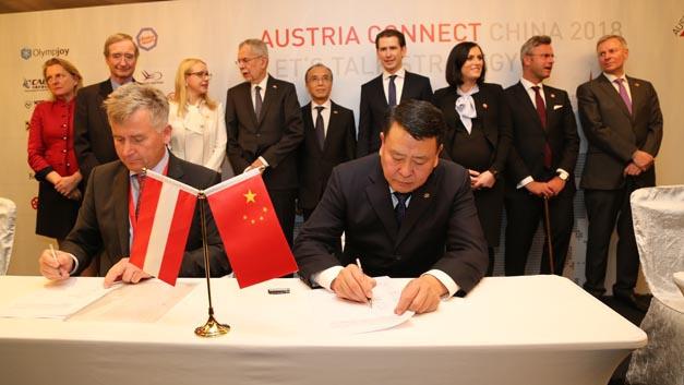 Magna und BAIC wollen gemeinsam eine elektrische Fahrzeugarchitektur entwickeln. Die Vereinbarung hierzu wurde am 8. April 2018 in Peking von Günther Apfalter, President Magna Europe & Magna Steyr, und Xu Heyi, Chairman der BAIC Group, unterschrieben.
