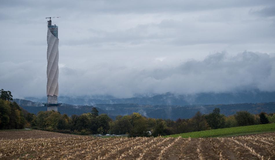 Der Turm von Thyssenkrupp in Rottweil/Baden-Würtemberg (hier noch im Bau) ist das höchste Gebäude im Bundesland und die Besucherplattform ist mit einer Höhe von 232 m die höchste Deutschlands.