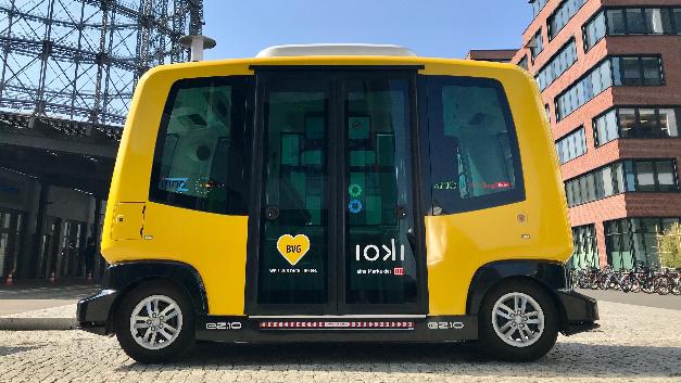 Deutsche Bahn und Berliner Verkehrsbetriebe verwenden für den Testbetrieb zum autonomen Fahren Kleinbusse des Herstellers EasyMile.
