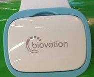 … Biovotion. Das Start-up aus Zürich (Schweiz) hat eine Arm-Manschette entwickelt, die kontinuierlich medizinisch relevante Daten erfasst und über eine Cloud behandelnden Ärzten zur Verfügung stellt.
