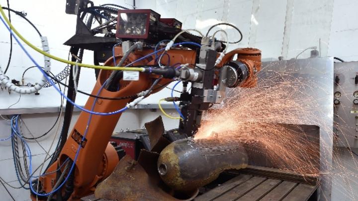Ziel des Forschungsprojekts: Mit dem Laser eine Bombe so einkerben, dass diese sicher und gezielt durch Deflagration entschärft werden kann.