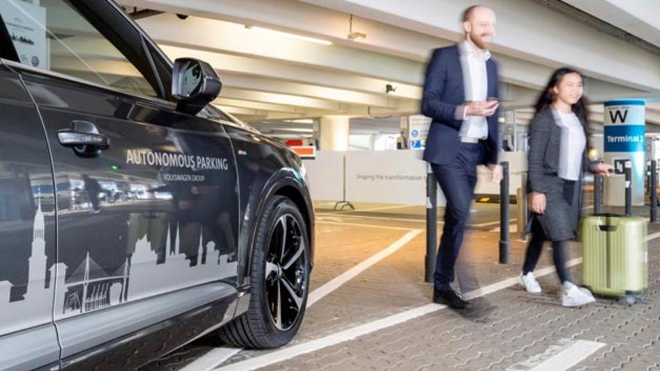 Der Volkswagen Konzern testet derzeit das autonome Parken am Hamburg Airport. Anfang des kommenden Jahrzehnts soll die Funktion für erste Test-Kunden in ausgewählten Parkhäusern zur Verfügung stehen.
