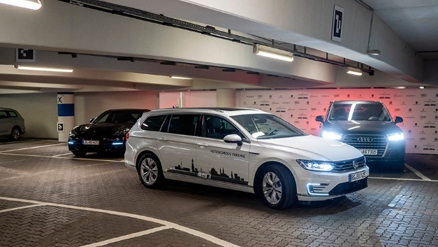 Um Cloud-basierte Software-Lösungen zur Digitalisierung der Unternehmensprozesse im Konzern und zum vernetzten Fahrzeug zu entwickeln, wird Volkswagen in Lissabon ein Software-Entwicklungszentrum errichten.